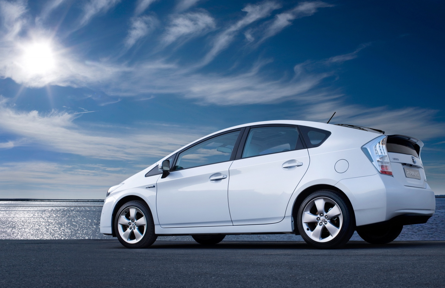 prius wins whatgreencar car of the year usa 2010 toyota. Black Bedroom Furniture Sets. Home Design Ideas