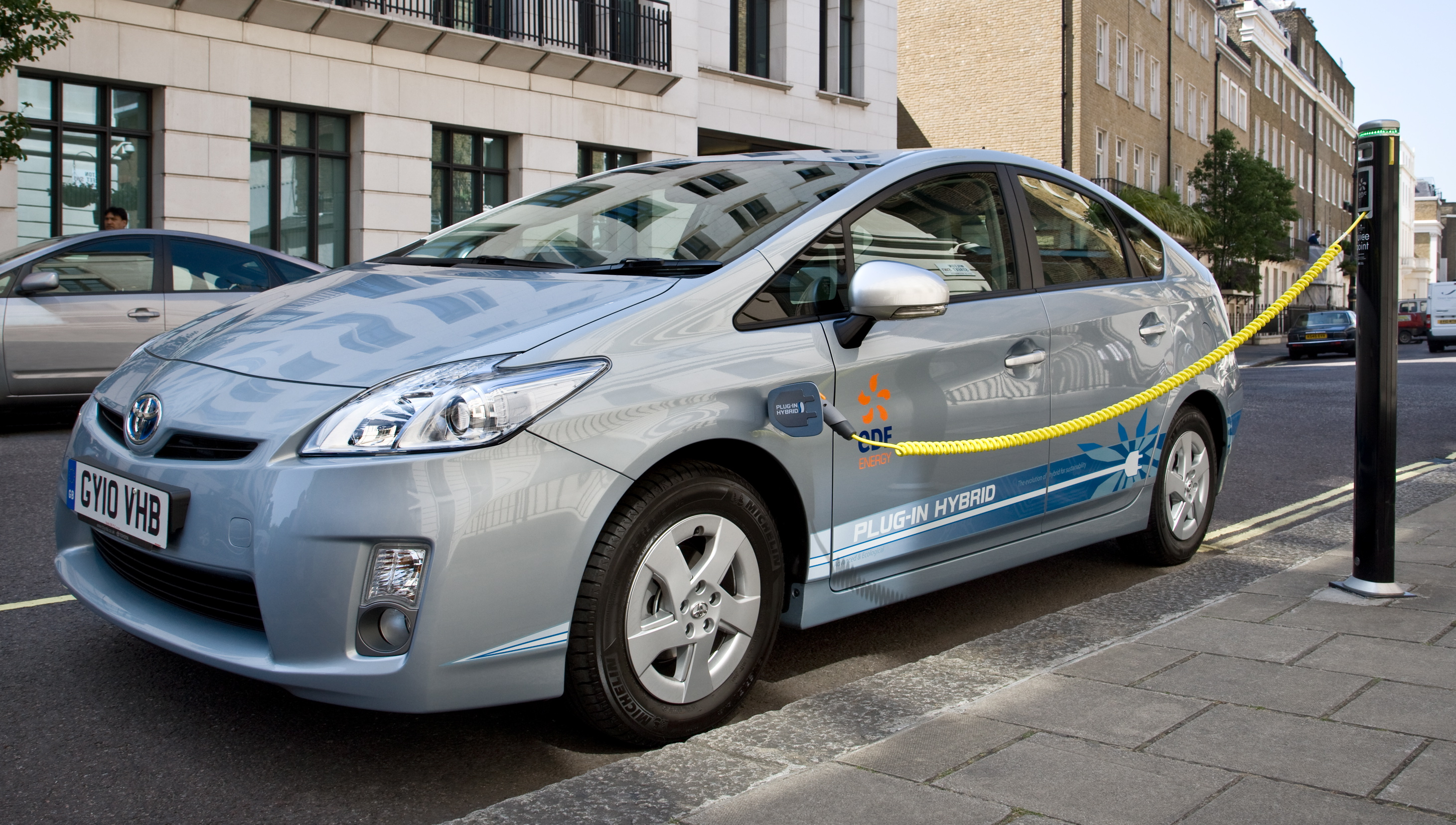 toyota and edf energy launch uk prius plug in hybrid. Black Bedroom Furniture Sets. Home Design Ideas