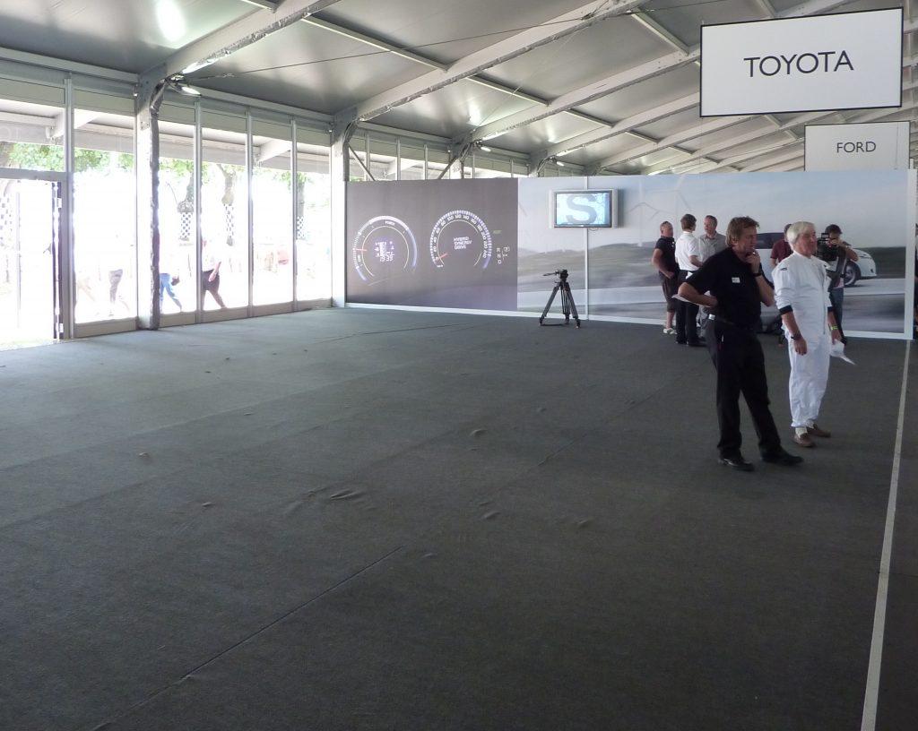 Auris Hybrid Moving Motor Show