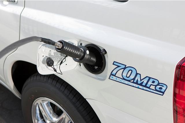 Toyota FCHV-adv hydrogen fuel cell concept