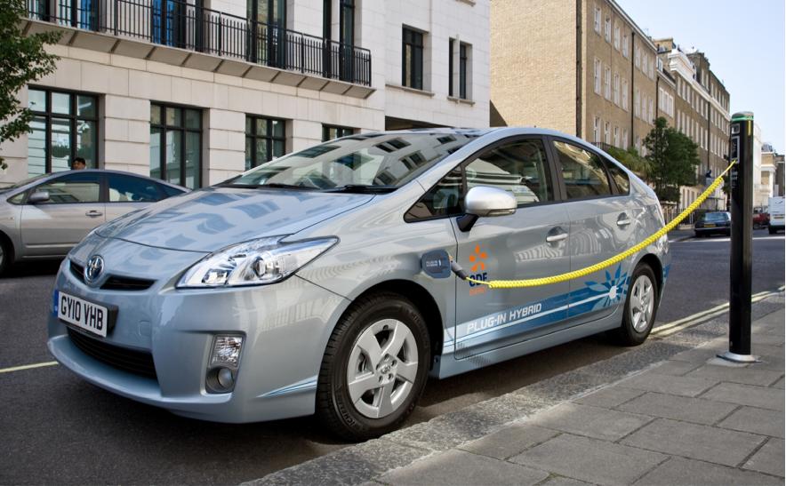 Toyota Prius PHV concept