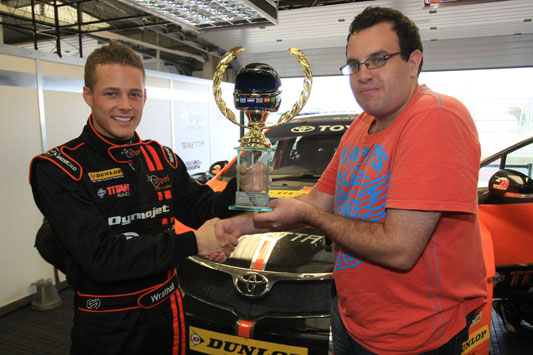 Frank Wrathall receives fans' award