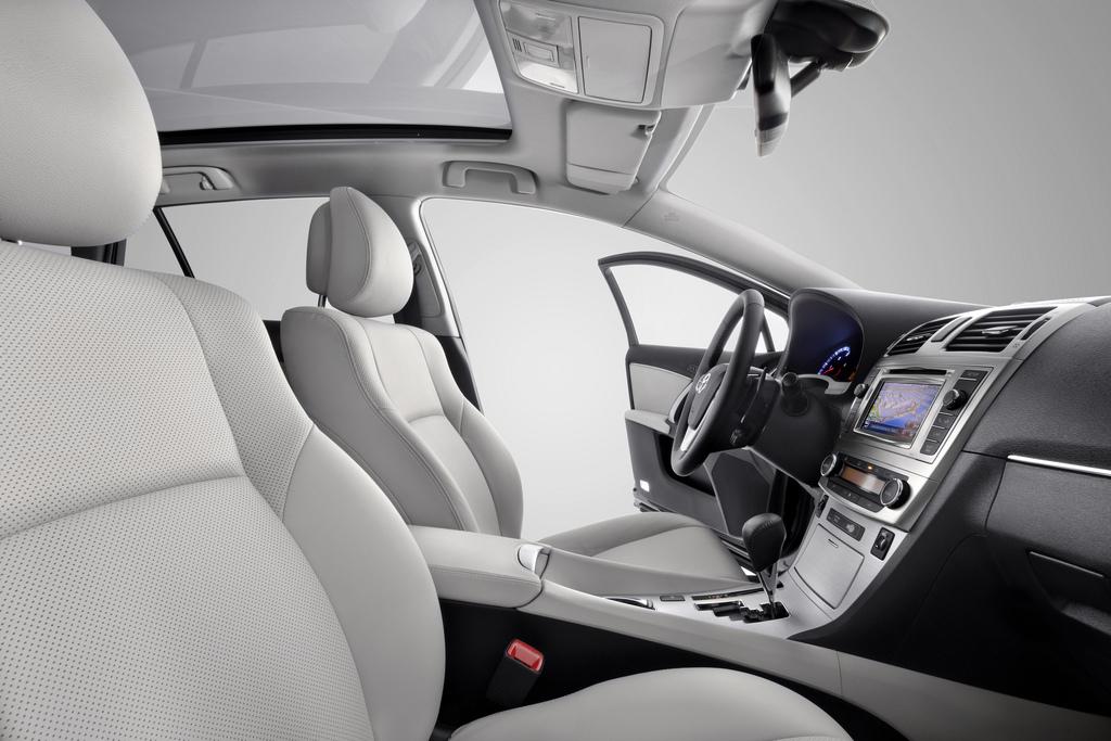 New Toyota Avensis interior