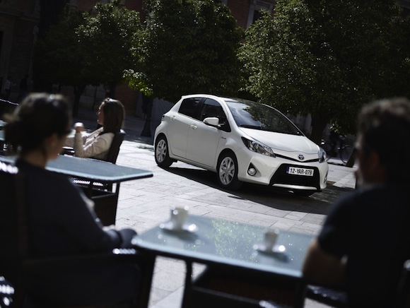 Toyota Yaris Hybrid outside cafe