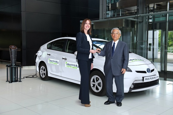 Dr Shoichiro Toyoda hands over the keys to the first Prius Plug-in hybrid