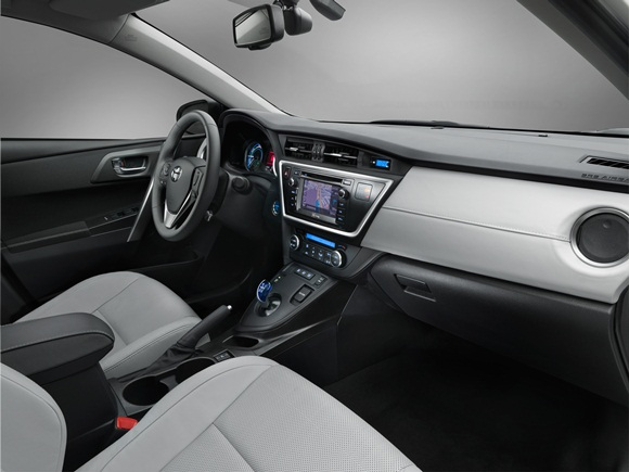 New Toyota Auris Hybrid interior