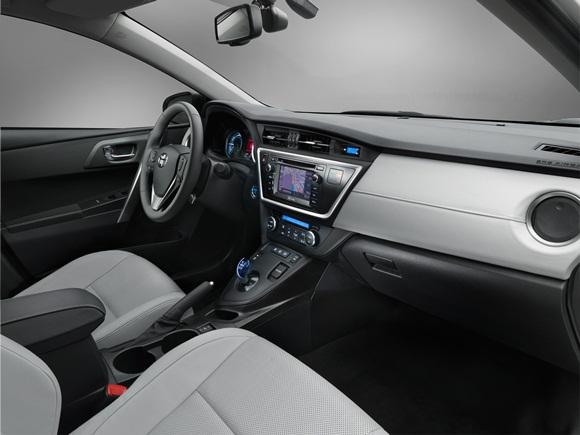 New Toyota Auris Hybrid interior
