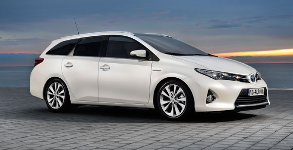 first production ready toyota auris touring sports at geneva 2013 toyota. Black Bedroom Furniture Sets. Home Design Ideas