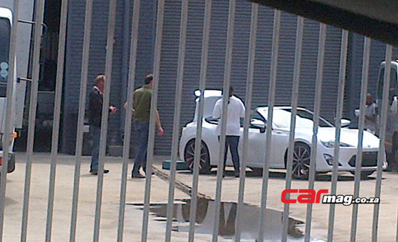 GT86 convertible spy shot