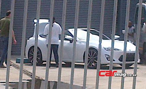 GT86 convertible spy shot