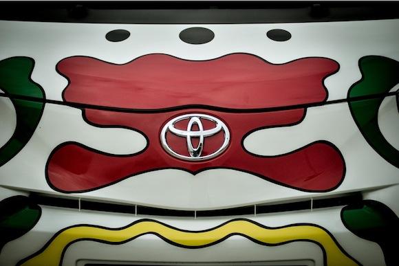 Toyota iQ Urban Art front