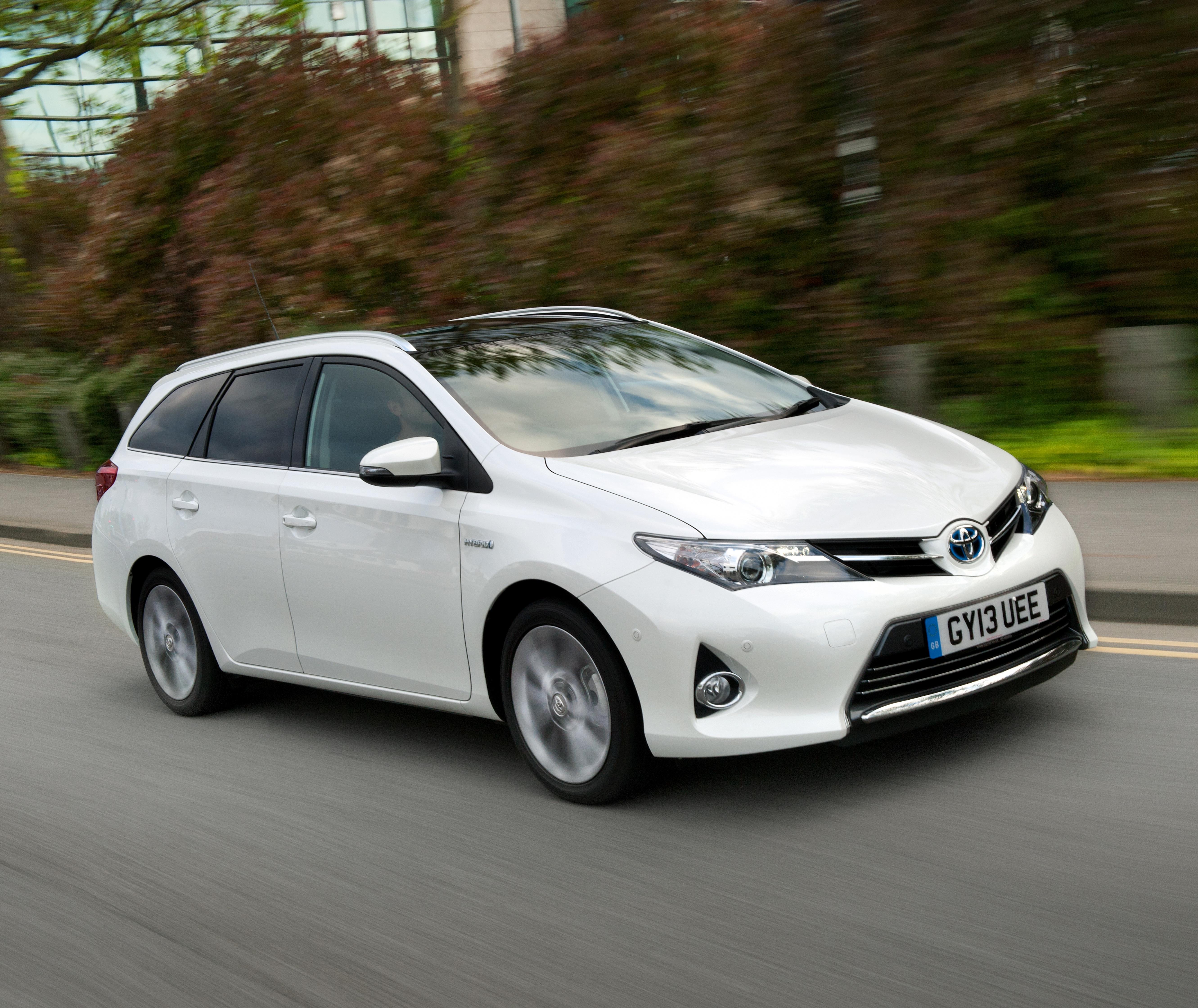 Toyota Auris Touring Sports Reviews Round Up Toyota