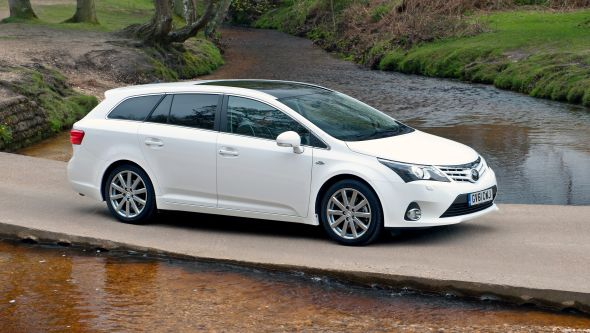 2013 Toyota Avensis right