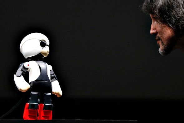 Humanoid communication robot Kirobo talks to Kataoka, project ge