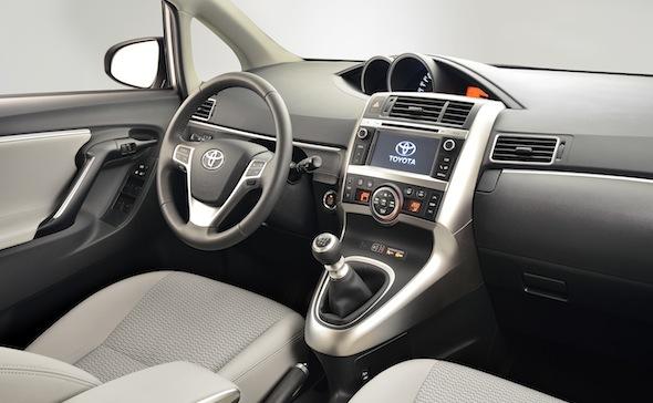 Toyota Verso 2014 interior