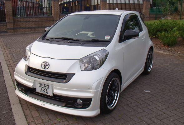 Osaka Toyota iQ 001