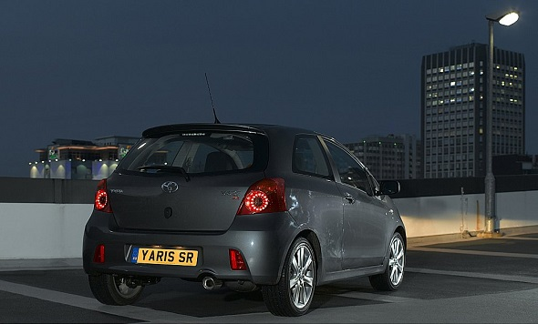 Yaris SR 1.8 night