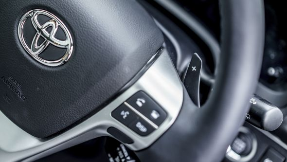 Toyota Avensis automatic steering wheel