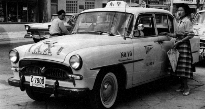 1957_Crown_Okinawa_taxi