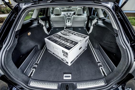 Avensis-Tourer-interior-566px