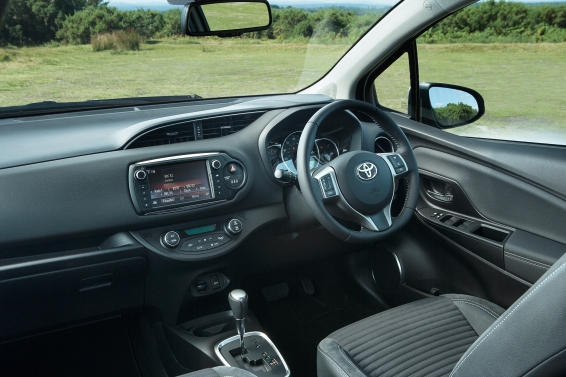 Toyota-Yaris-2014-interior-566px
