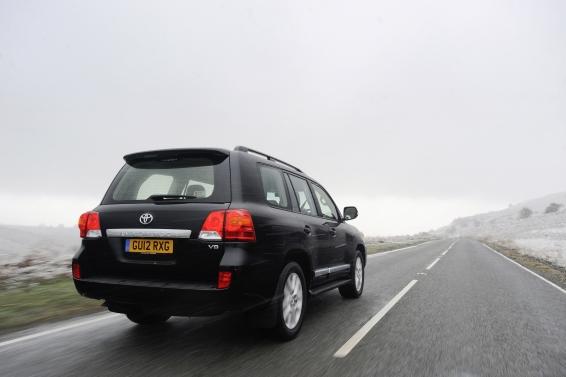 Land-Cruiser-V8-driving-566px