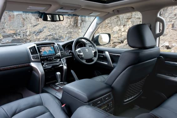 Land-Cruiser-V8-interior-566px