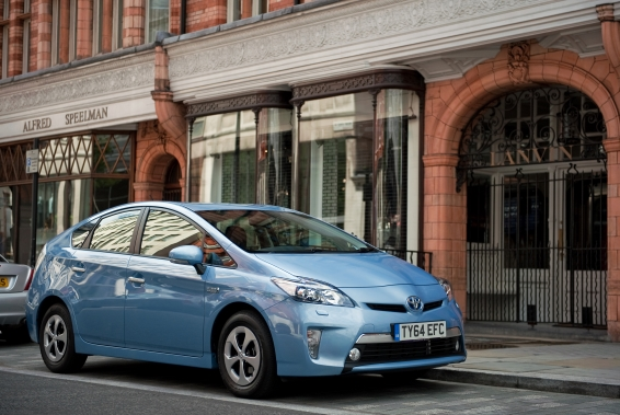 Prius-Plug-in-14-front-566px