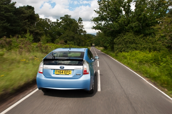 Prius-Plug-in-14-plate-driving-566px