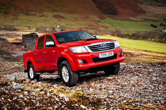 Toyota-Hilux-offroad-566px