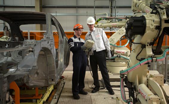 Bộ trưởng kỹ năng Nick Boles thăm Trung tâm Phát triển Apprentice Toyota sản xuất của Anh