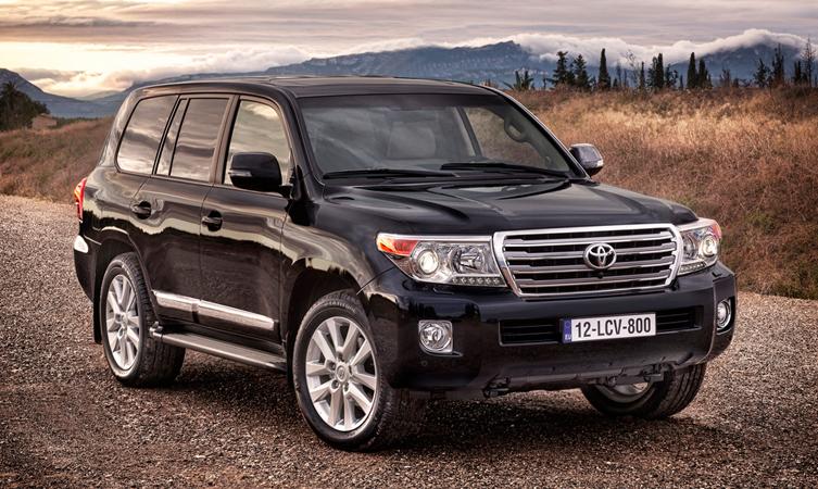 Toyota land cruiser v8 hinta