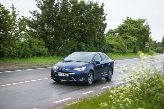 2015-Avensis-saloon-exterior-dynamic-1