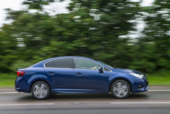2015 Toyota Avensis driving