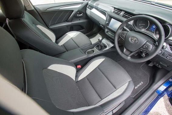 2015-Avensis-saloon-interior-4