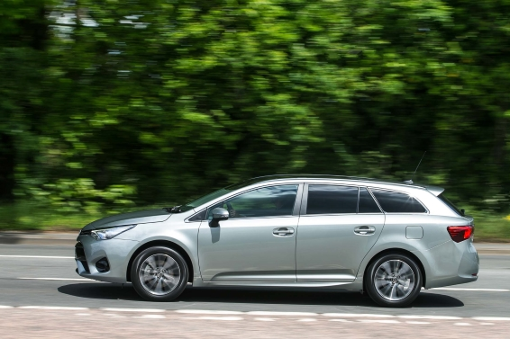 2015 Toyota Avensis Touring Sports driving