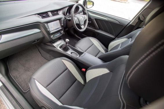 2015 Toyota Avensis Touring Sports interior