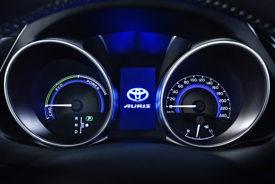 2015 Toyota Auris Hybrid instrument panel