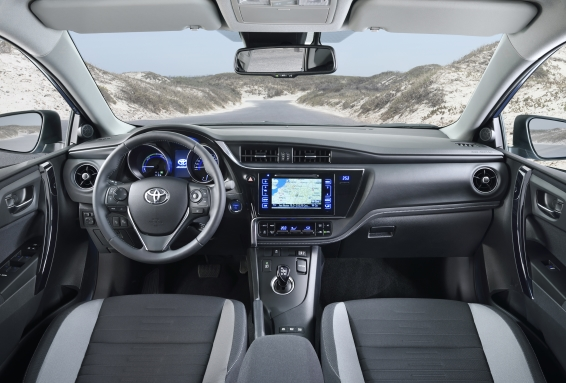 2015 Toyota Auris interior