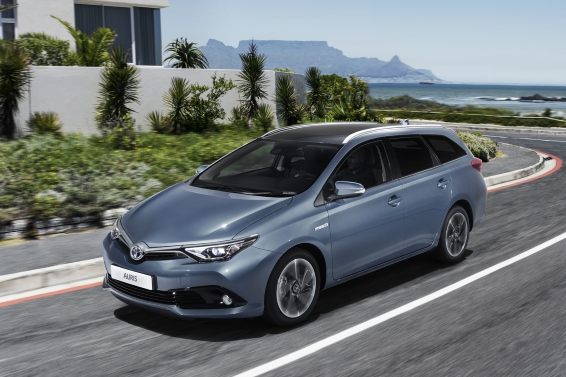 2015 Toyota Auris Touring Sports driving