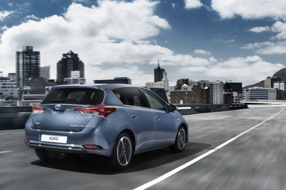 2015 Toyota Auris hatchback driving