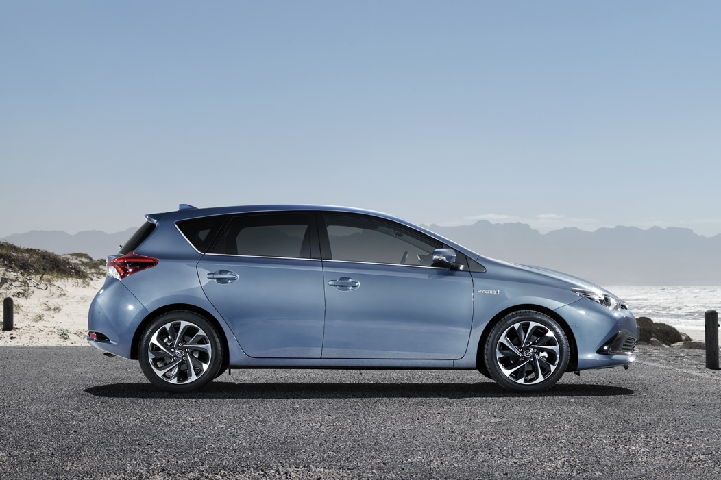 2015 Toyota Auris hatchback profile
