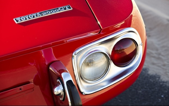 1967 Toyota 2000GT - badge