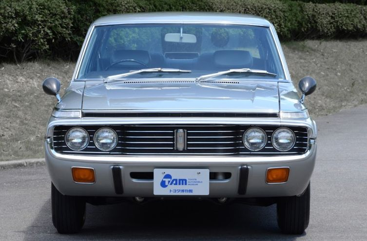 Toyota Crown 4 01