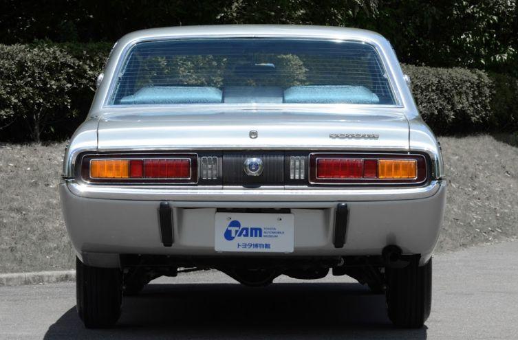Toyota Crown 4 03