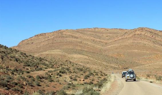 028 road thru desert hills