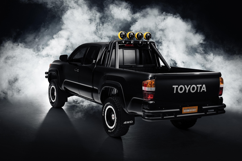 2015_SEMA_Toyota_BTTF_Tacoma_004_F379B20B46532DECDB202FE8705BAA33C349311D