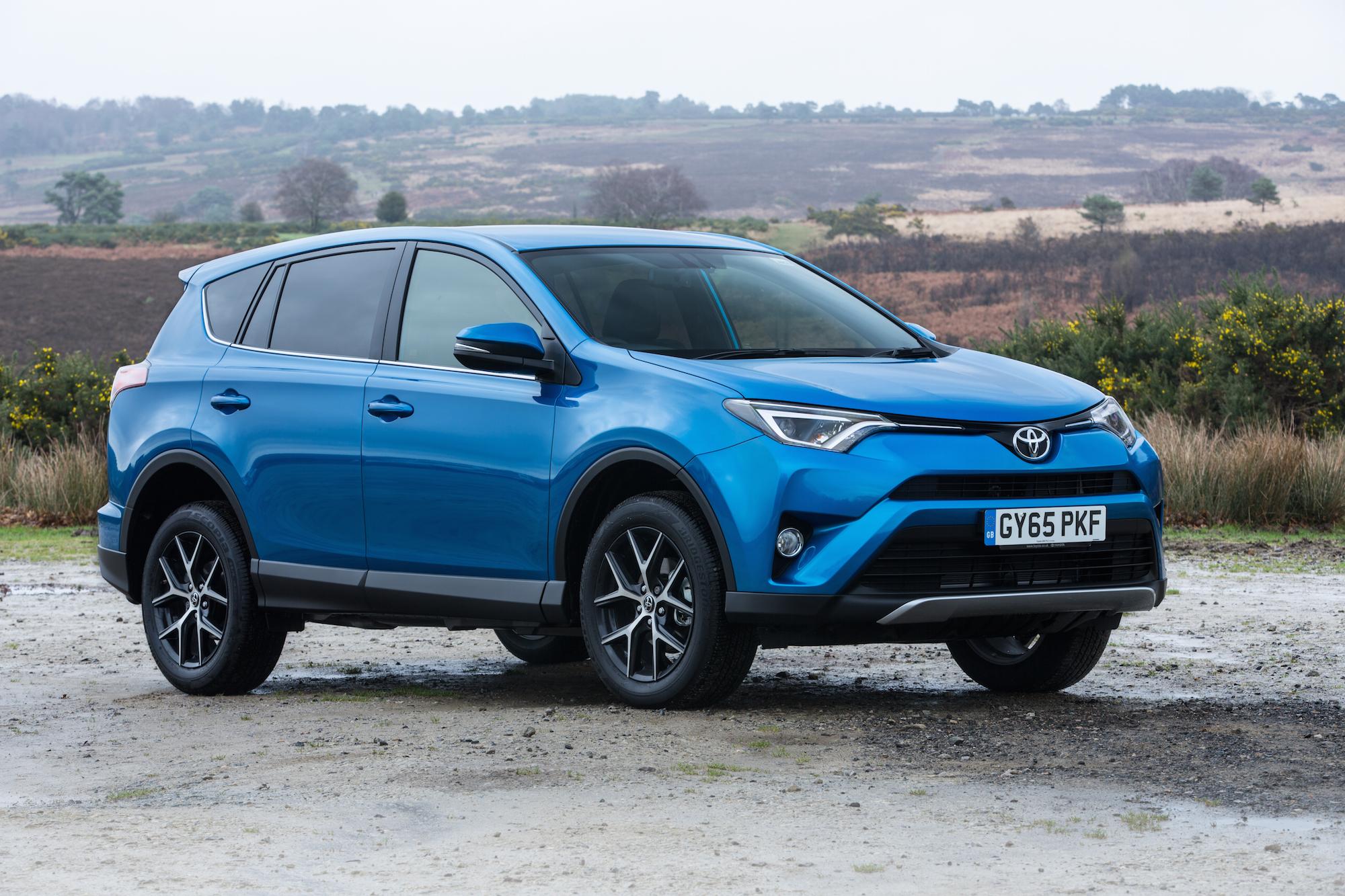 2015-Toyota-RAV4-Exterior-5