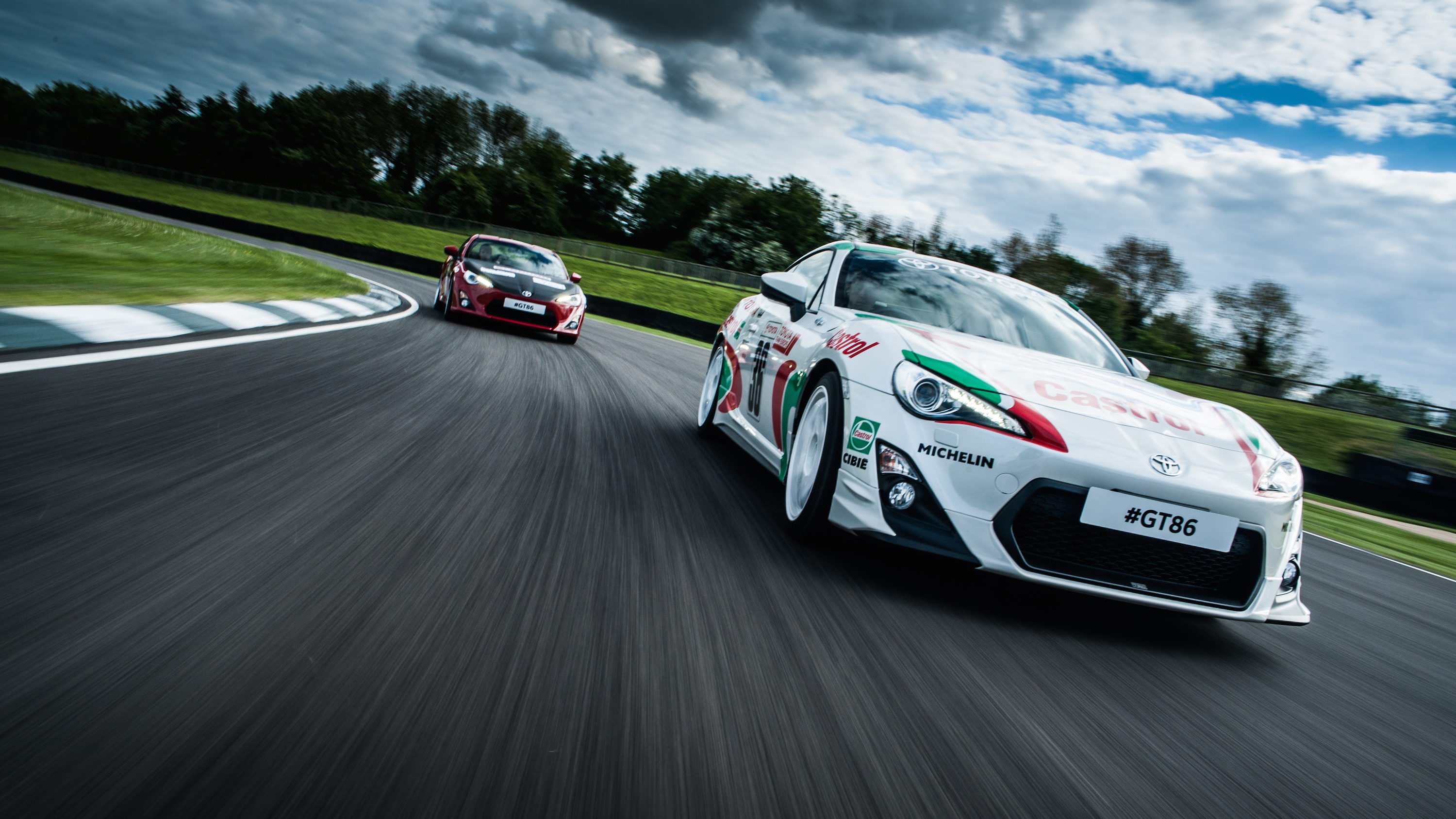 GT86-classic-livery-dynamic-2