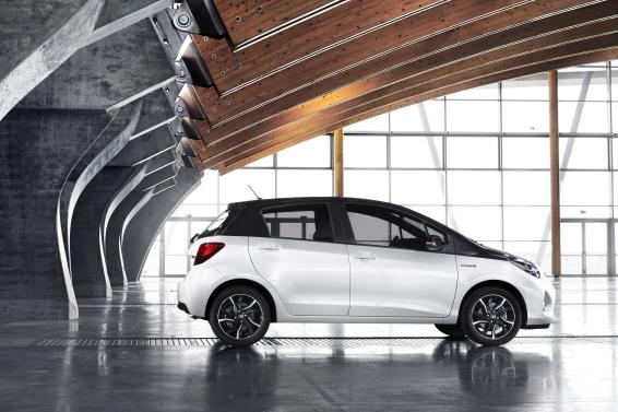 2016 Toyota yaris - profile